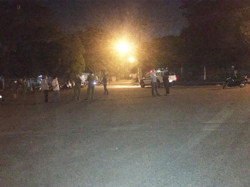 Bảo vệ dân phố ở quận 12 bị giang hồ chém trọng thương - ảnh 1