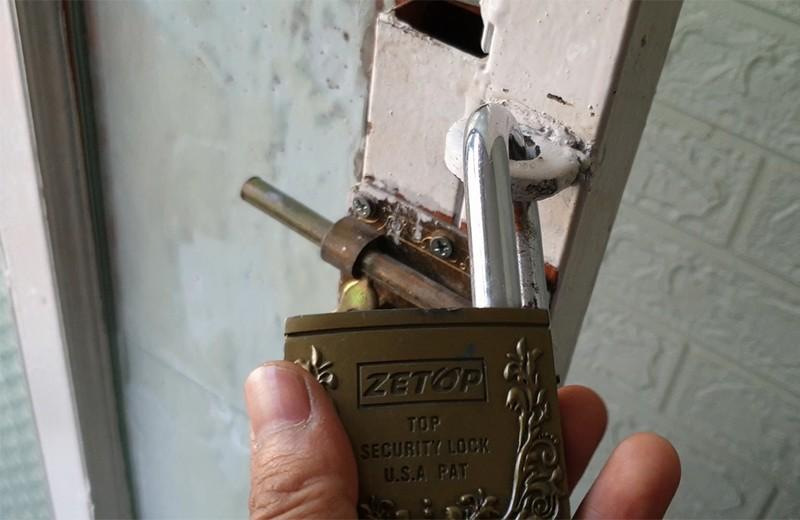 Cả nhà ở quận 11 đi chúc Tết, trộm vào lấy nhiều tài sản - ảnh 3