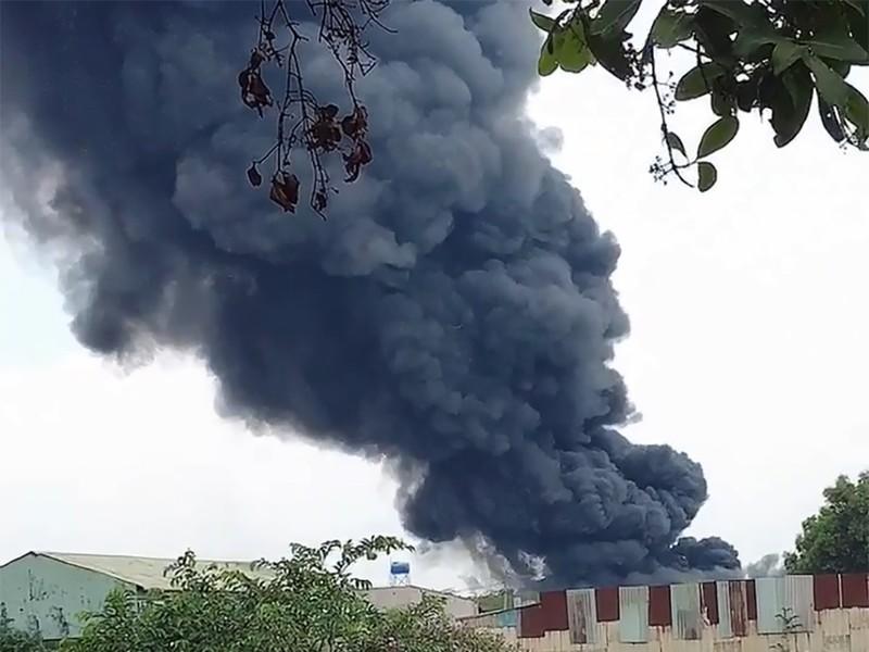 Bình Chánh: Cháy cực lớn bốn nhà xưởng ở Vĩnh Lộc A - ảnh 1