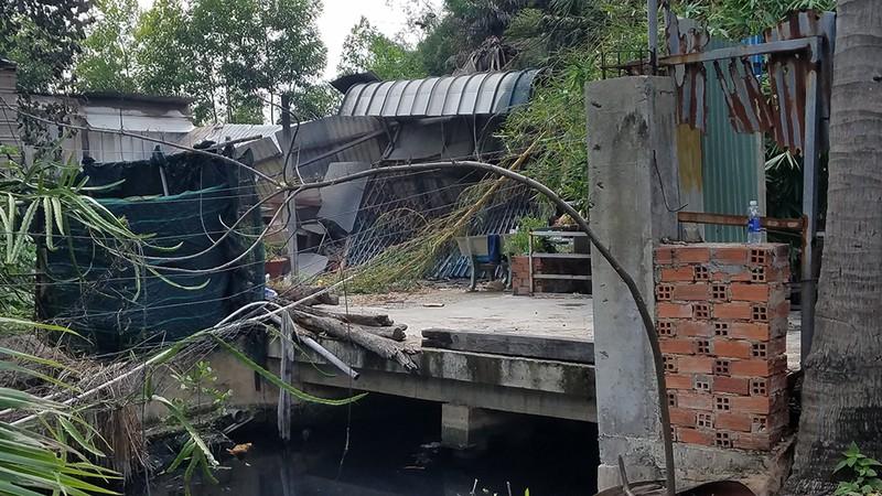 Cháy nhà tạm ở Bình Tân, người dân tháo chạy - ảnh 1