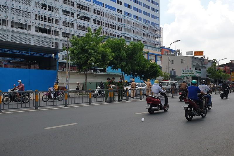 1 người mặc áo xe công nghệ bị đâm chết trước cổng bệnh viện - ảnh 2
