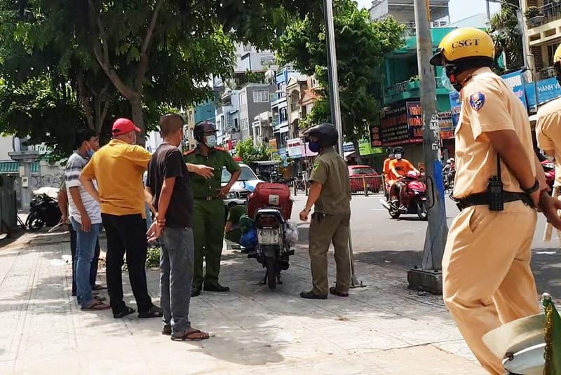 1 người mặc áo xe công nghệ bị đâm chết trước cổng bệnh viện - ảnh 1