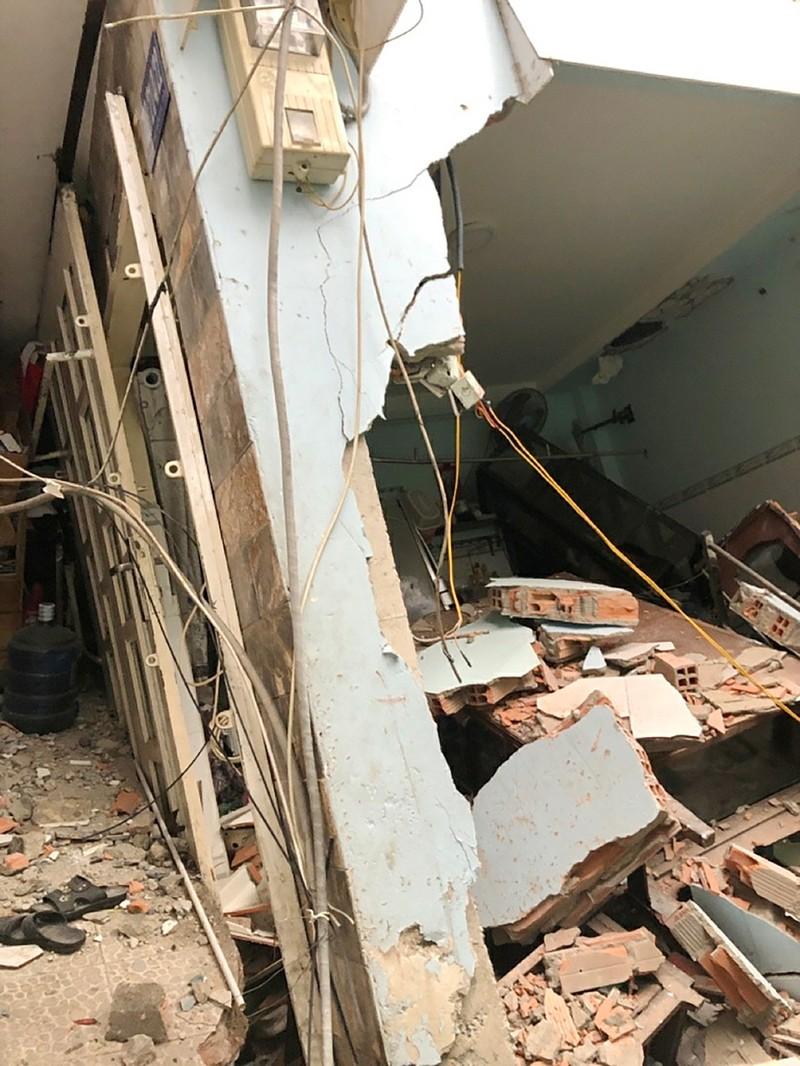 8 căn nhà bất ngờ sập xuống Kênh Đôi quận 8 - ảnh 2