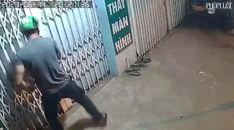 Kẻ trộm cạy cửa lấy 8 điện thoại trong 50 giây - ảnh 1