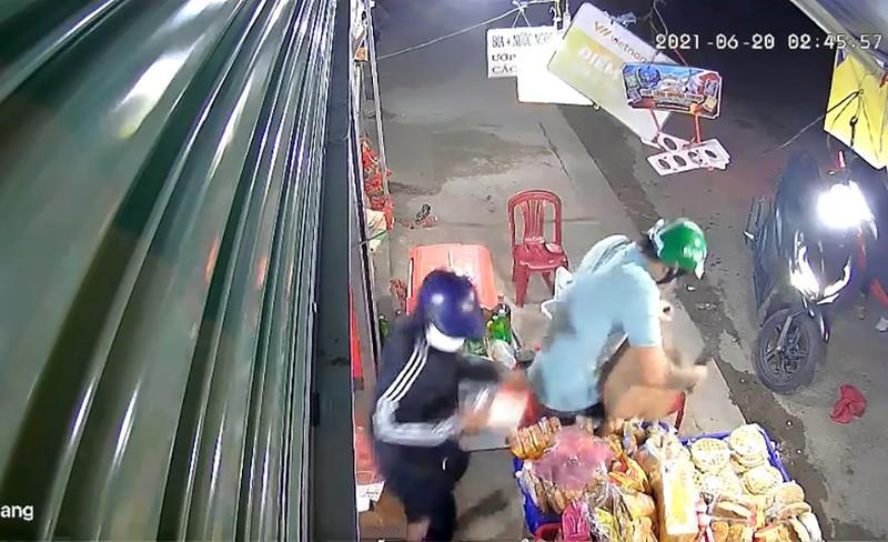 Nhóm cướp hai lần gây án ở tiệm tạp hóa tại Củ Chi khai gì? - ảnh 2
