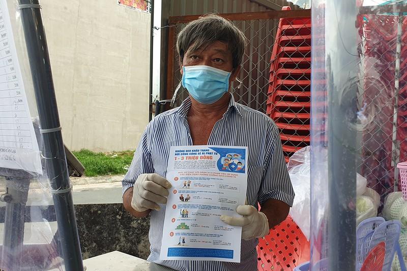 Thực hiện Chỉ thị 12: Một phường phát hơn 8.000 giấy 'đi chợ' cho dân - ảnh 12