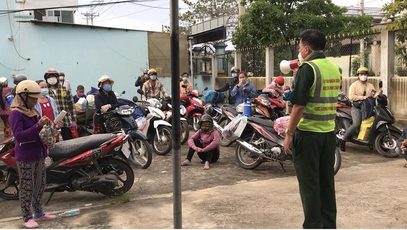 """Nhiều người lái xe máy """"thông chốt"""" về miền Tây bị xử phạt nặng - ảnh 4"""
