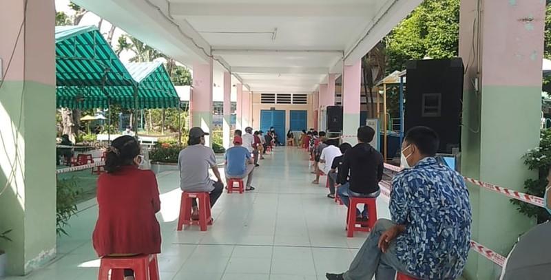 Huyện Hóc Môn tiêm gần hết 5 ngàn liều Vero Cell trong buổi sáng - ảnh 2