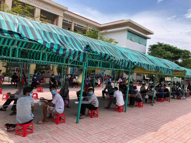 Huyện Hóc Môn tiêm gần hết 5 ngàn liều Vero Cell trong buổi sáng - ảnh 3