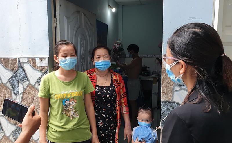 Vụ phát gạo nhưng ký nhận 1,5 triệu ở Bình Tân: UBND phường xin lỗi dân - ảnh 4