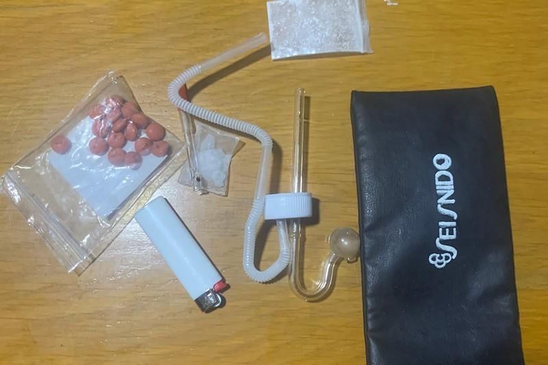 1 chốt kiểm soát dịch ở quận 7 bắt 2 vụ tàng trữ ma túy - ảnh 2