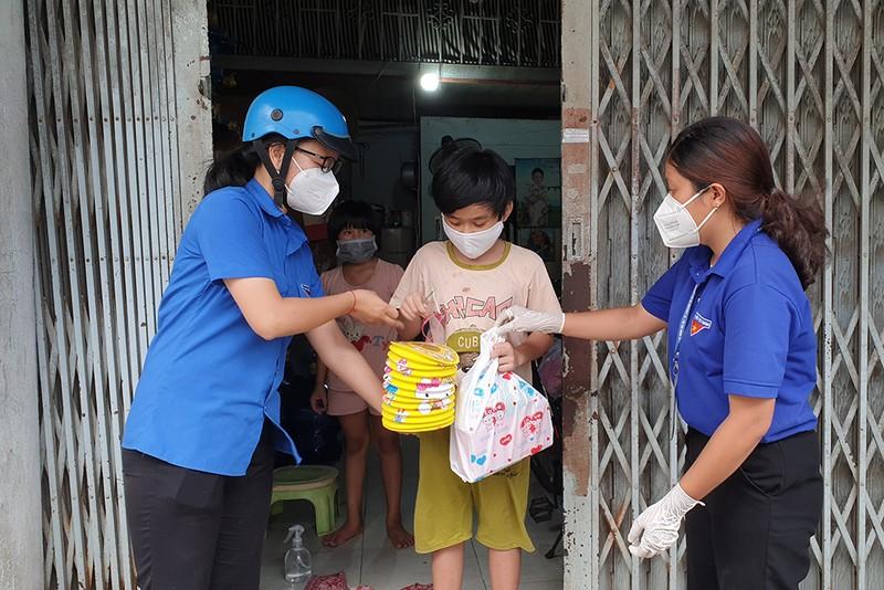 Đoàn viên Thanh niên quận 12 đến với các em bé mất mẹ do COVID-19 - ảnh 7