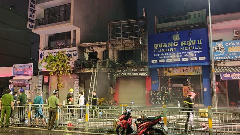 Cháy nhà, 1 người chết, 4 người bị thương ở quận Tân Phú - ảnh 4