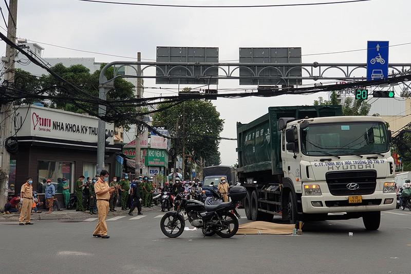 Người đàn ông bị xe rác cán chết tại giao lộ ở quận Gò Vấp - ảnh 2