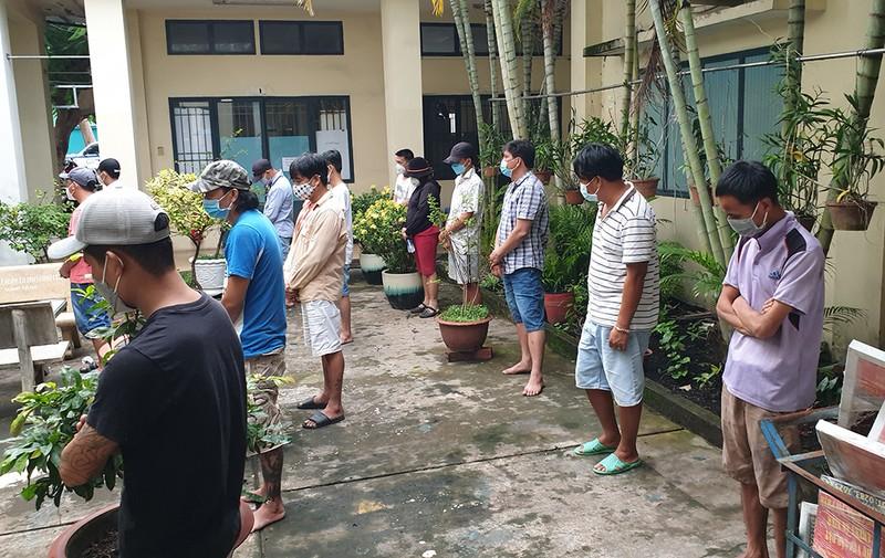 Công an quận Bình Tân bắt sới gà chỉ có một lối độc đạo - ảnh 1