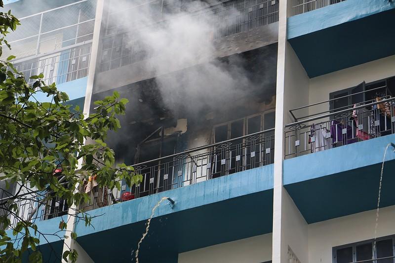 Cháy ký túc xá, hàng chục sinh viên bỏ chạy - ảnh 1