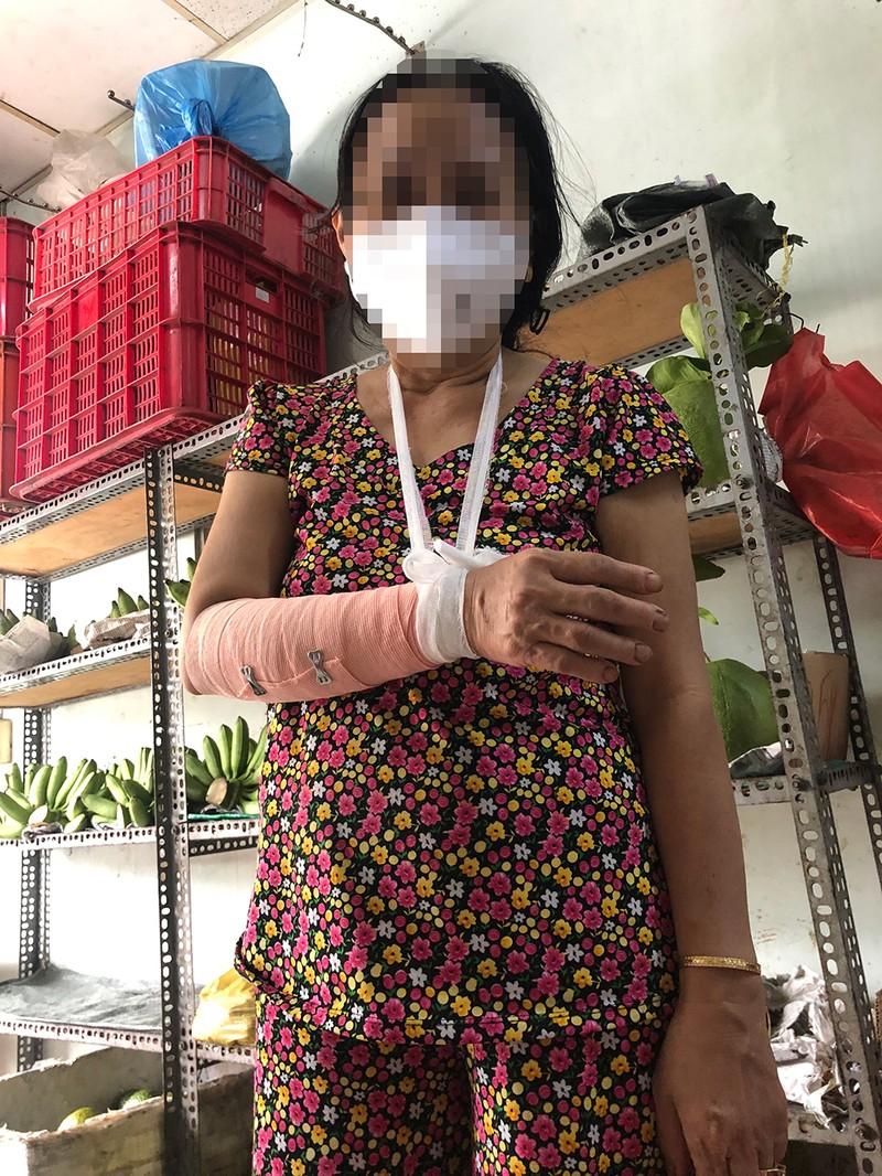 Sự thật vụ 'cả nhà tổ trưởng xông vào đánh người vì tiền trợ cấp' ở Tân Phú - ảnh 4