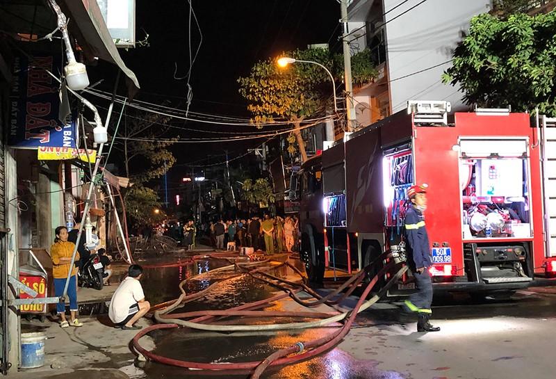 Cháy cửa hàng ở quận 12, nhiều tài sản bị thiêu rụi - ảnh 2