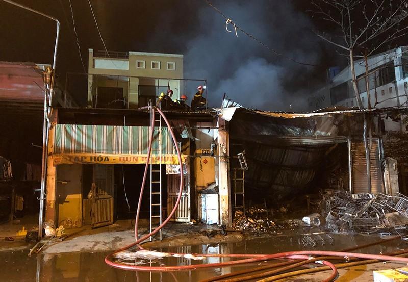 Cháy cửa hàng ở quận 12, nhiều tài sản bị thiêu rụi - ảnh 1