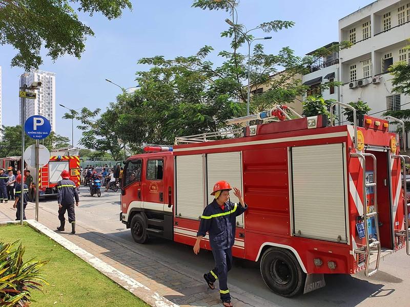 Cháy chung cư ở Nhà Bè, hàng trăm người tháo chạy - ảnh 2
