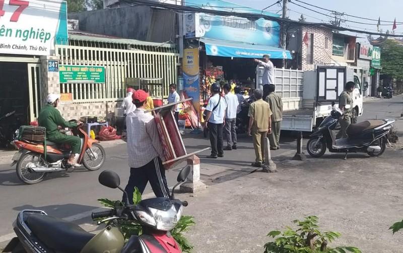 Ra quân dọn dẹp trên đường song hành Phạm Văn Đồng - ảnh 3