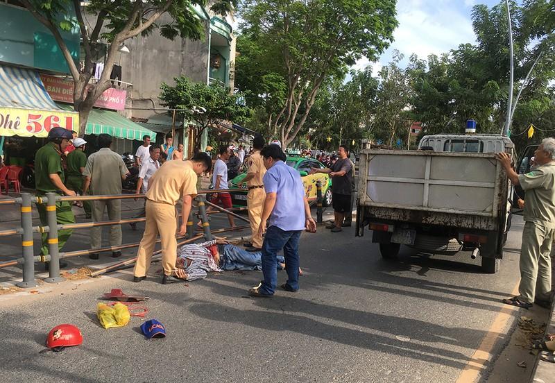 2 thanh niên tông gãy dải phân cách trên đường Hoàng Sa - ảnh 1