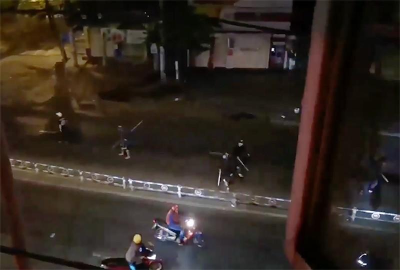 Cảnh sát nổ súng dẹp hai nhóm hỗn chiến ở quận 8 - ảnh 1