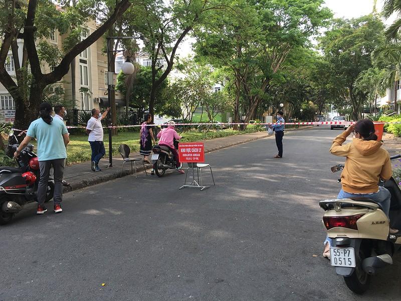 Phong toả ba khu đông dân cư ở TP.HCM - ảnh 11