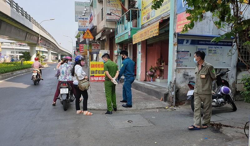 Phong toả ba khu đông dân cư ở TP.HCM - ảnh 7