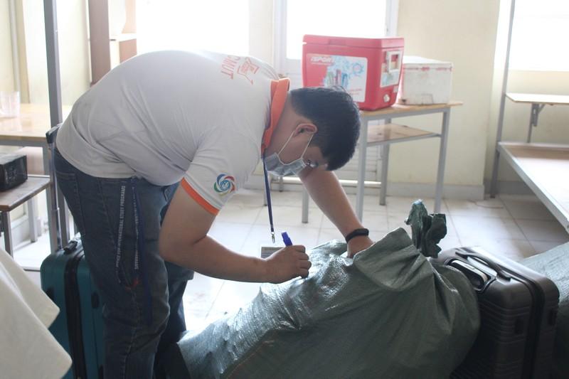 Sinh viên tình nguyện dọn ký túc xá đón người cách ly - ảnh 4