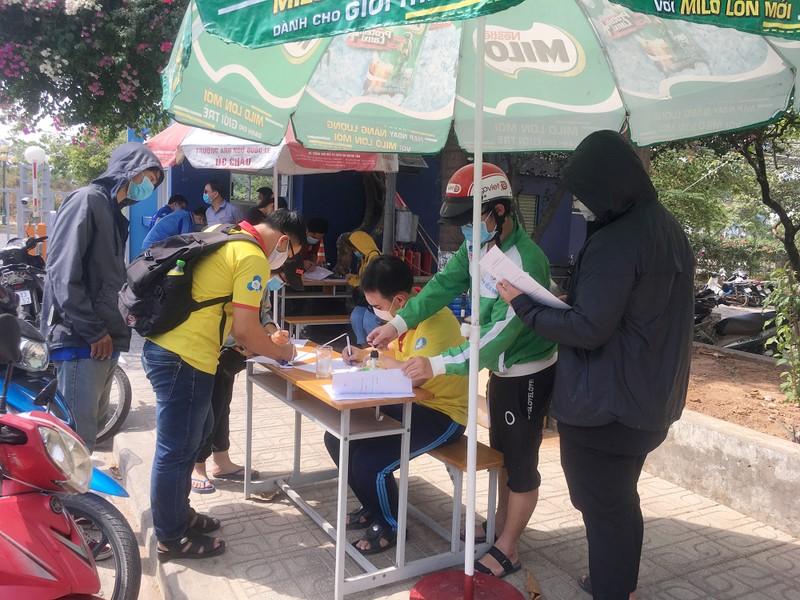 Sinh viên tình nguyện dọn ký túc xá đón người cách ly - ảnh 1