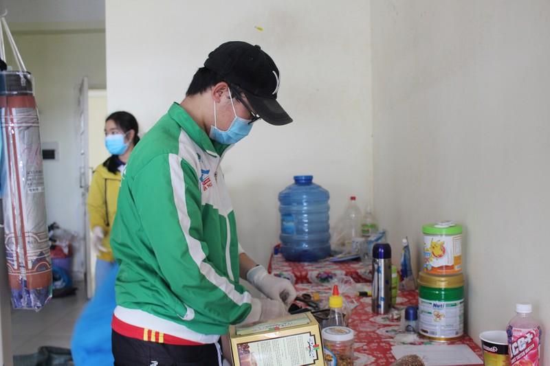Sinh viên tình nguyện dọn ký túc xá đón người cách ly - ảnh 3