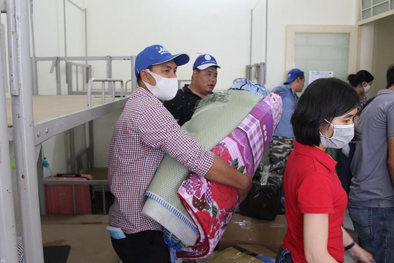 Hàng trăm tình nguyện viên dọn ký túc xá đón người cách ly - ảnh 4