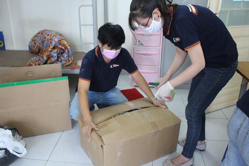 Hàng trăm tình nguyện viên dọn ký túc xá đón người cách ly - ảnh 5