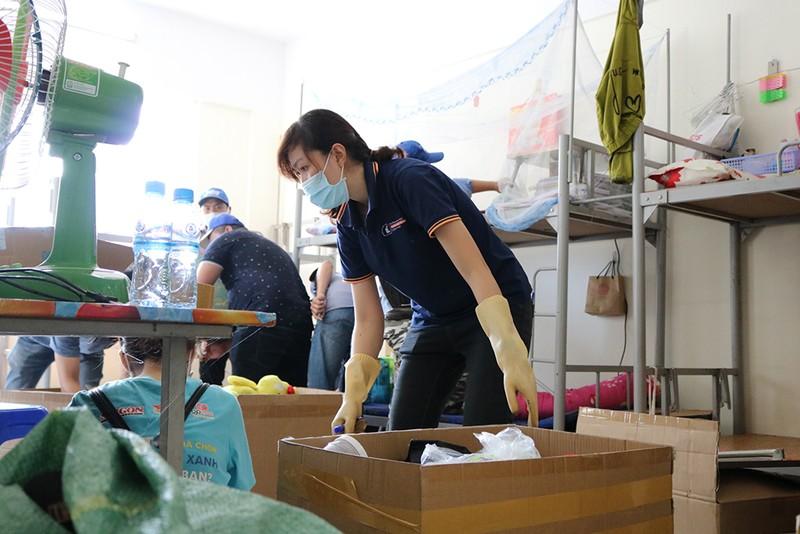 Hàng trăm tình nguyện viên dọn ký túc xá đón người cách ly - ảnh 3