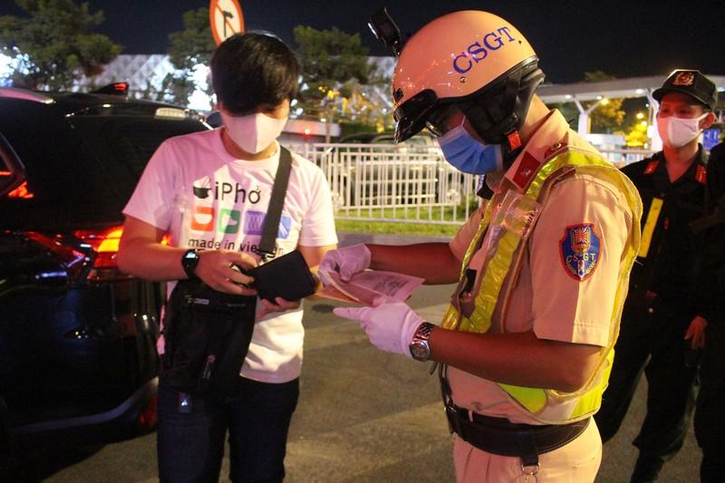 Siết chặt kiểm soát y tế cửa ngõ Tân Sơn Nhất - ảnh 2