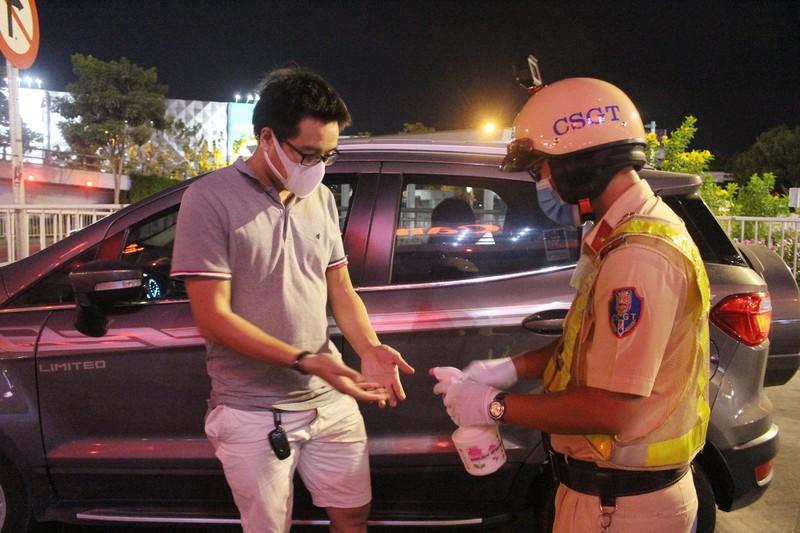 Siết chặt kiểm soát y tế cửa ngõ Tân Sơn Nhất - ảnh 1