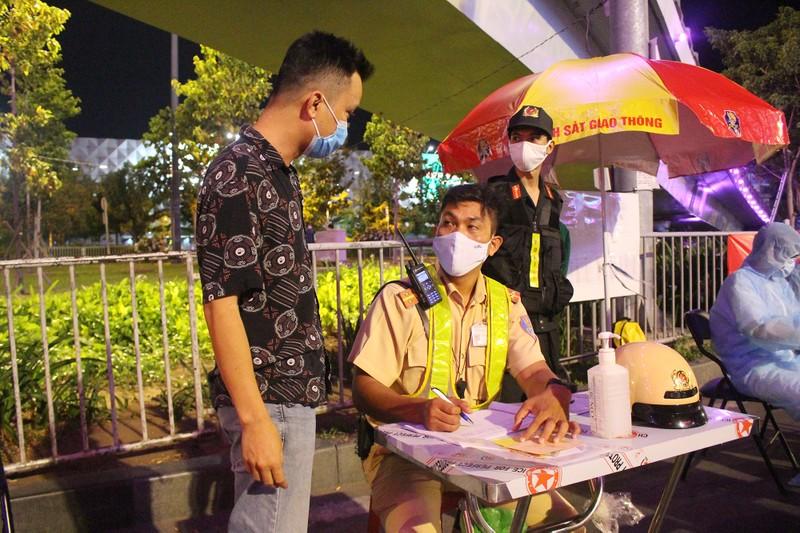 Siết chặt kiểm soát y tế cửa ngõ Tân Sơn Nhất - ảnh 4