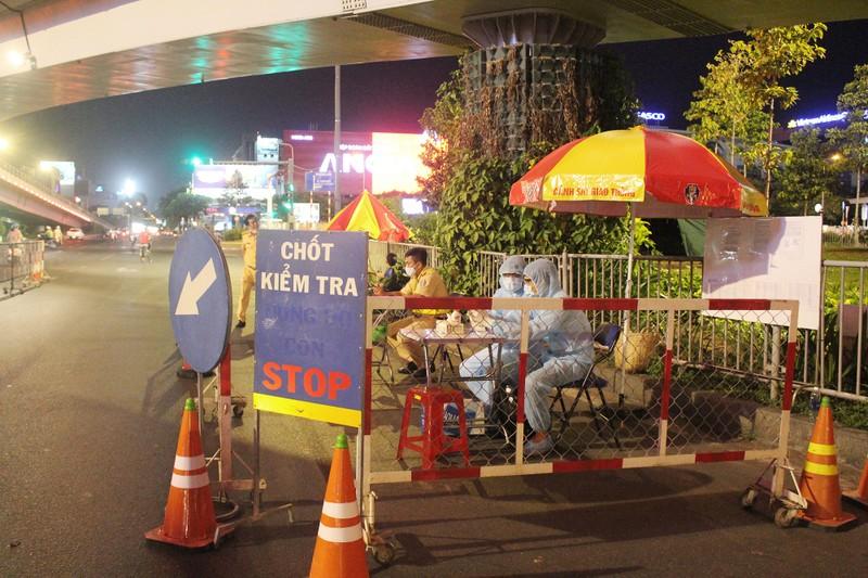 Siết chặt kiểm soát y tế cửa ngõ Tân Sơn Nhất - ảnh 6