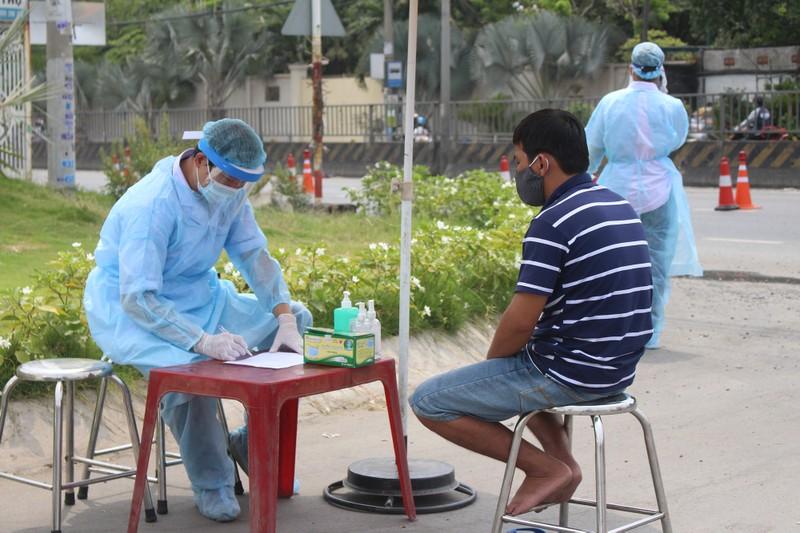 Quy trình xử lý khi chốt kiểm soát y tế phát hiện người sốt - ảnh 5