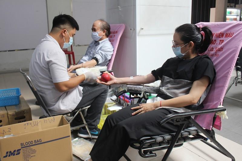 Khối Dân - Chính - Đảng TP.HCM hiến máu mùa dịch COVID-19 - ảnh 1