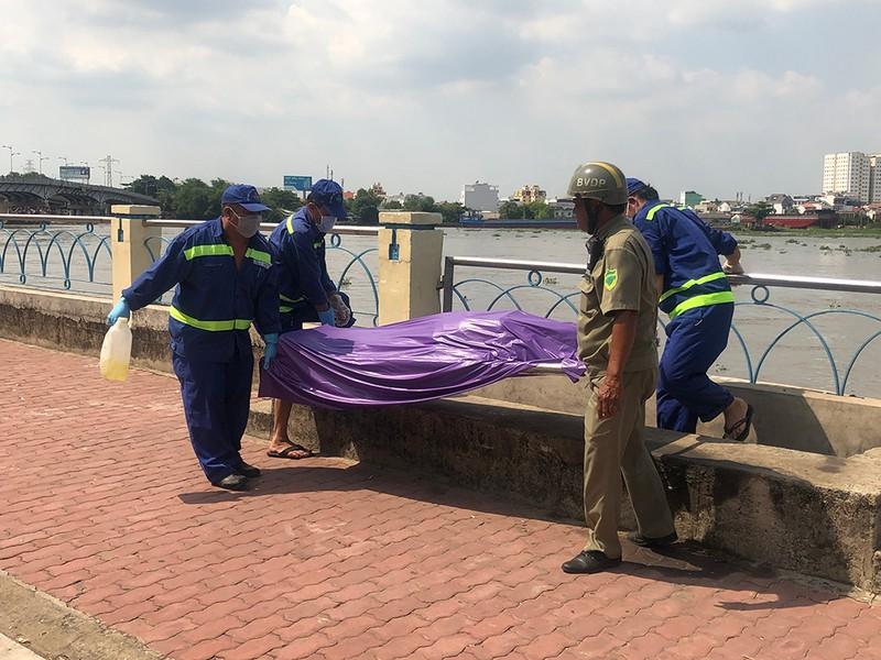 Thi thể 1 phụ nữ trôi trên sông Sài Gòn - ảnh 1