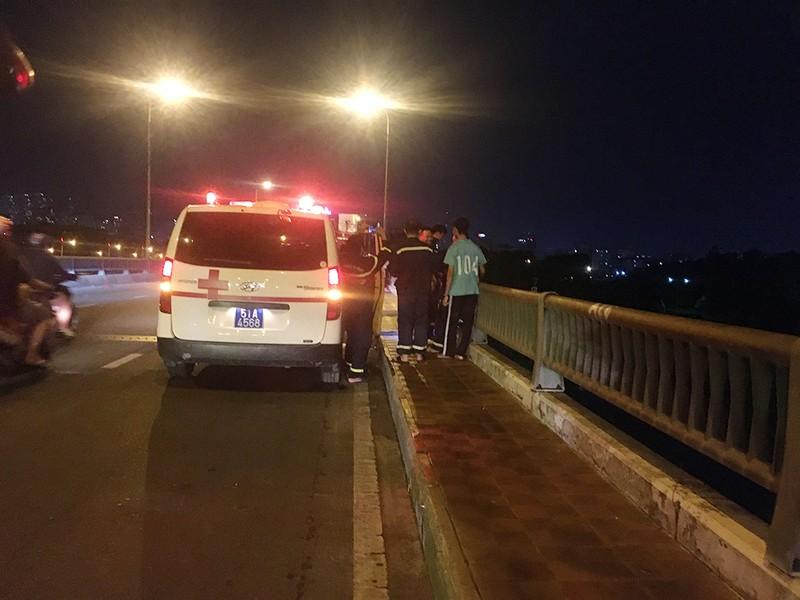 Nam sinh viên nhảy cầu Bình Triệu mất tích - ảnh 1