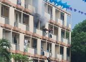 Cứu người đàn ông mắc kẹt trong phòng khách sạn bốc cháy