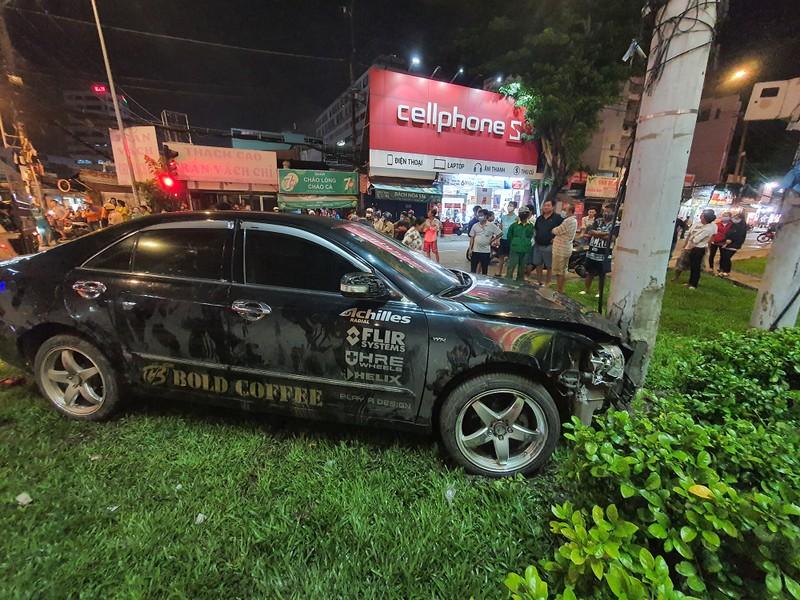 Chùm ảnh ô tô lùa nhiều xe máy chờ đèn đỏ ở Bình Thạnh - ảnh 7