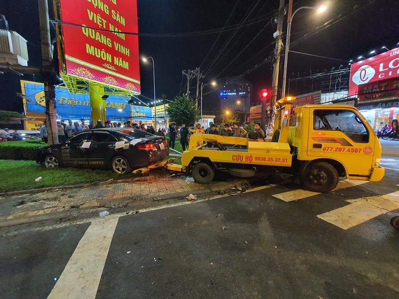 Chùm ảnh ô tô lùa nhiều xe máy chờ đèn đỏ ở Bình Thạnh - ảnh 12