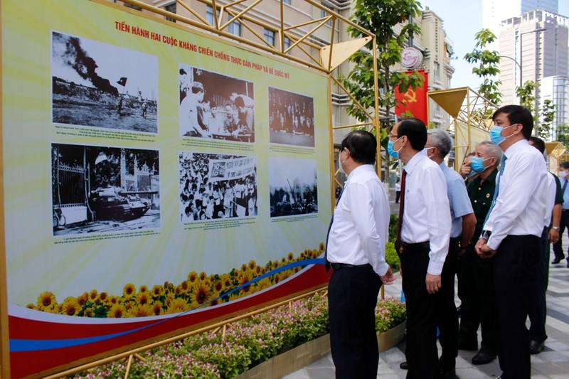 TP.HCM khai mạc triển lãm Cách mạng tháng 8 và Quốc khánh 2-9 - ảnh 2