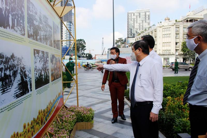 TP.HCM khai mạc triển lãm Cách mạng tháng 8 và Quốc khánh 2-9 - ảnh 1