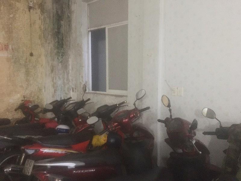 Trộm trèo cửa sổ vào 1 nhà dân ở Thủ Đức lấy nhiều tài sản - ảnh 1