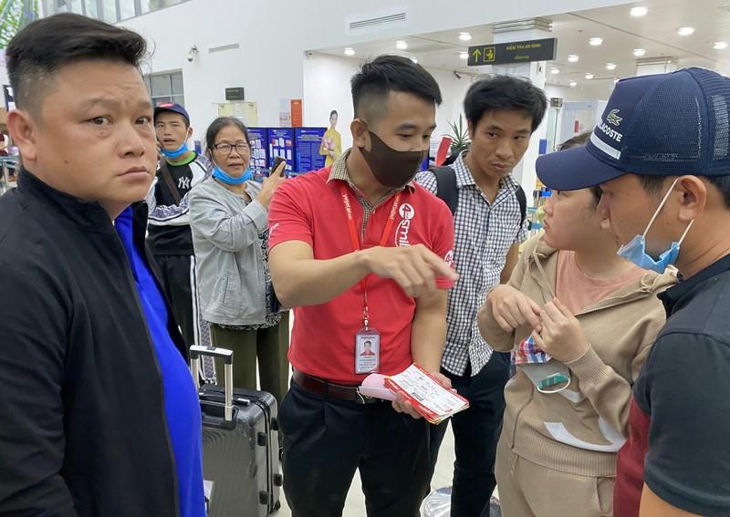Sân bay Chu Lai đóng cửa trước giờ bão vào - ảnh 2
